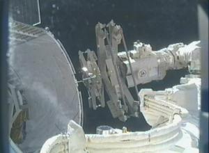 Grapple bars being delivered to International Space Station by  SpaceX's Dragon capsule, 03.06.2013, (Source: NASA TV)