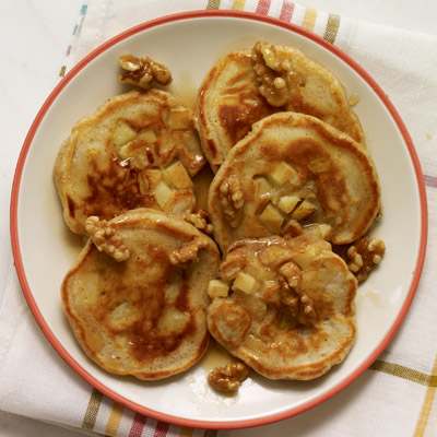 apple-pie-pancakes-with-walnuts