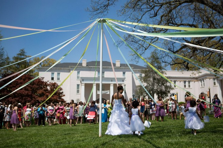 wrapping-of-maypole_Brenau-university